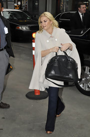 Elisha Cuthbert teamed her ladylike look with a black Prada bowler bag with leather trim.
