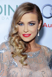 Carmen Electra swept us off our feet with her gorgeous side-sweep and flawless makeup at the Voices on Point musical gala.