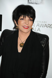 Liza Minelli wore a necklace with gold plate pendant at the Chaplin Awards.