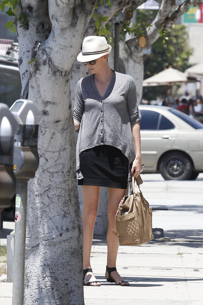 More Pics of Charlize Theron Cardigan (5 of 22) - Charlize Theron Lookbook - StyleBistro