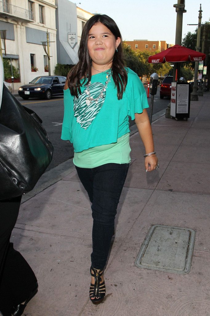 More Pics Of Madison De La Garza Skinny Jeans 4 Of 9
