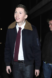 Professor Green's striped knit tie and bomber jacket were a totally cute pairing.