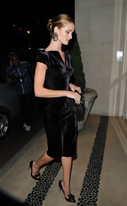 Rosie Huntington-Whiteley wore her hair in a super-sleek classic bun while out during London Fashion Week.