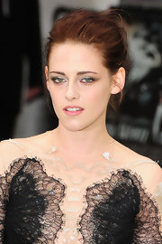 Kristen Stewart attended the premiere of 'Snow White and the Huntsman' wearing shimmering shades of neutral eyeshadow.
