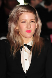 Ellie Goulding spiced up her natural look with hot pink lip gloss. It's always nice to see a pop of color on the red carpet.