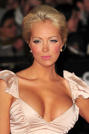 Aisleyne paired her blush colored dress with matching eyeshadow. She highlighted her look with liner on her upper lids.