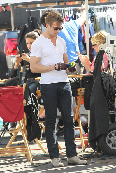 Ryan Gosling stayed in character by wearing a pair of leather driving gloves during downtime on the set of 'Drive.'