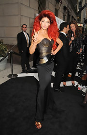 Neon Hitch was not to be overlooked at the E! Upfront event in this number.