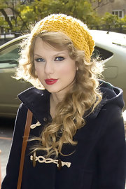 Taylor Swift looked as cozy as ever in a sunny knit beanie and navy pea coat. The country singer got all dolled to promote her new CD at a London TV studio.