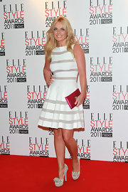 Geri Halliwell added the perfect dose of color to her white attire with a magenta envelope clutch.