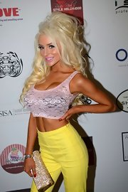 Courtney Stodden chose a light pink lace crop top for her red carpet look.