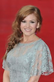 Isla Fisher wore her lovely long locks in a stylishly mussed side braid.