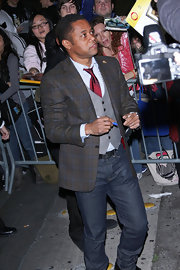 Cuba Gooding Jr. looked nerd-chic in this plaid blazer. A plaid jacket is a great way to add depth to any look!