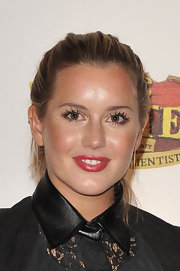Caggie Dunlop tied her hair in a messy ponytail at the premiere of 'The Pirates.'