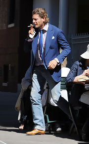Lapo jazzed up his casual jeans with a navy blazer and striped shirt.