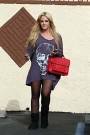 Lacey wears an oversized skull print tee, just in time for Halloween!