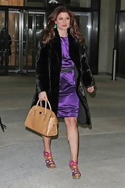 Debra Messing upped her luxe look with a dark brown fur coat and a structured purse.