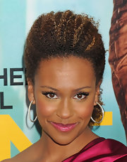 Ryan Michelle Bathe's eyes were ultra-bright at the premiere of 'One for the Money.' She wore a pair of long feathery lashes to add a little extra drama to her glamorous look.