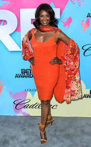 Margaret Avery chose a bright and bold look at the Pre-BET Awards Dinner where she wore this orange frock and matching floral shawl.