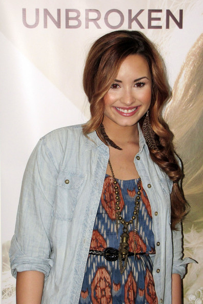 Demi Lovato Feathered Earring []