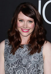 Bryce opted for thick and soft waves to soften up her deep red strands.
