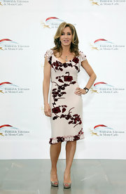 Felicity Huffman chose this hibiscus floral frock with ruffled sleeves and hem for her sophisticated and sleek look while in Monaco.