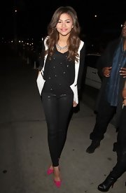 Zendaya Coleman let her shoes do her talking! The star paired hot pink heels with simple black skinny pants for dinner.