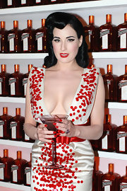 Dita Von Teese showed retro curls which she perfectly pinned into place.