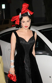 Dita Von Teese made a statement with this fabulous hair fascinator at Perez Hilton's birthday party.