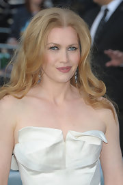 Mireille Enos wore her hair in a high-volume center-parted 'do at the 'World War Z' premiere.