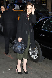 Michelle Dockery paired her look with black suede pumps.