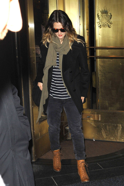 More Pics of Drew Barrymore Knit Scarf (1 of 5) - Drew Barrymore Lookbook - StyleBistro