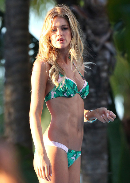 More Pics of Doutzen Kroes Bikini (1 of 17) - Doutzen Kroes Lookbook - StyleBistro