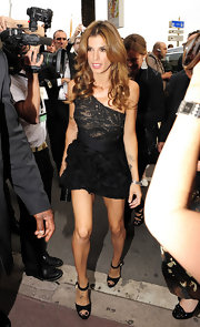 Elisabetta looked spicy at the Roberto Cavalli Boat Party in a one-shoulder black dress.