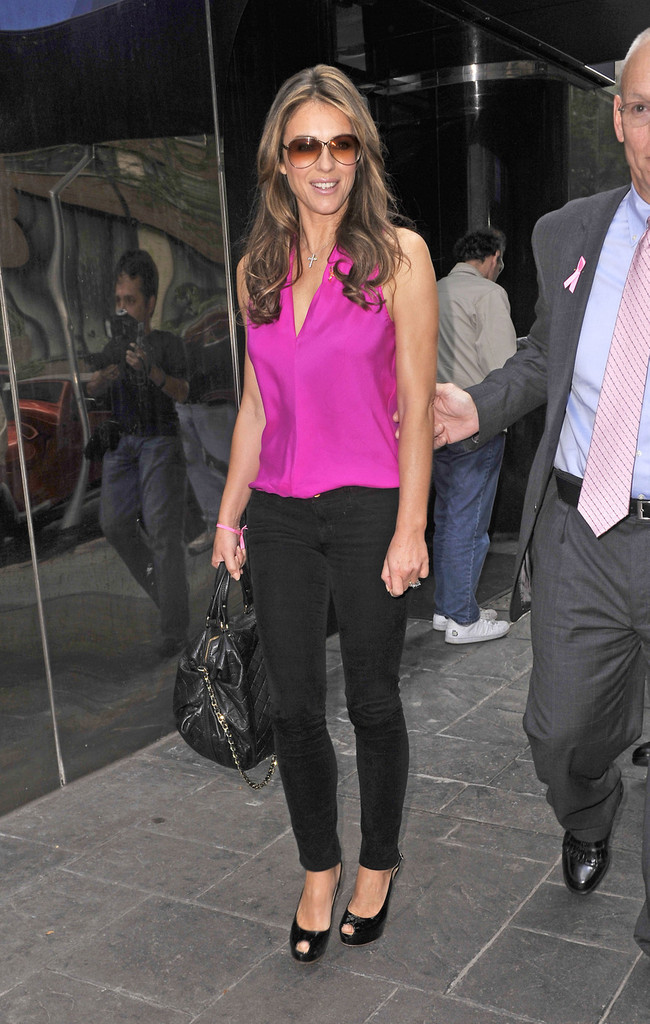 Elizabeth Hurley Fitted Blouse Looks Stylebistro