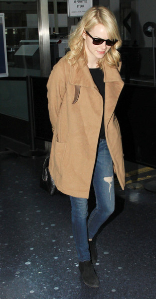 More Pics of Emma Stone Ripped Jeans (7 of 17) - Emma Stone Lookbook - StyleBistro