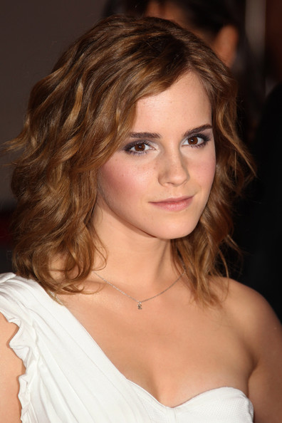 More Pics of Emma Watson Neutral Eyeshadow (1 of 9) - Emma Watson Lookbook - StyleBistro