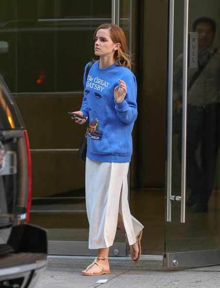 More Pics of Emma Watson Sweatshirt (2 of 10) - Emma Watson Lookbook - StyleBistro
