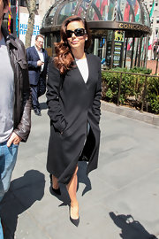 Eva Longoria battled the NYC wind with this ankle-length wool coat.