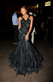 Eva looked ready for a glam Halloween in this black decadent gown with a flared mermaid skirt.
