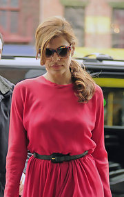 Eva Mendes cinched her waist with a classic black belt.