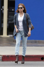 Eva Medes kept her look casual with a light blue cardigan.