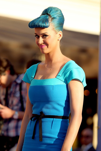 More Pics of Katy Perry Statement Ring (1 of 24) - Decorative Rings Lookbook - StyleBistro []