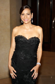 Constance Marie attended the Gracie Awards Gala wearing 18-carat gold scallop earrings featuring 5.29 carats of diamonds.