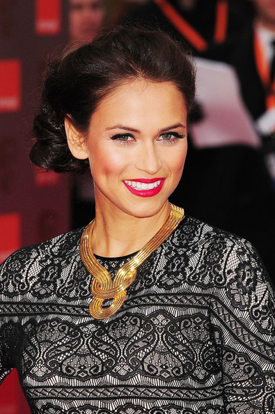 This gold statement necklace looked fab on Asha Leo.