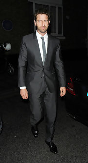Gerard Butler looked nothing short of snazzy in this two-button, notch lapel suit in a dark charcoal color.
