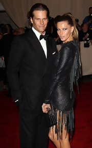 Gisele opted for a tousled ponytail at the 2010 Met gala.