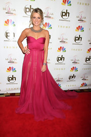 Ali Fedotowsky looked like a modern day Grecian Goddess in her hot pink silk mousseline gown.