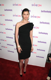 Bridget Moynahan sizzled at the 'Good Housekeeping' Shine On Awards in pointy black leather stilettos.