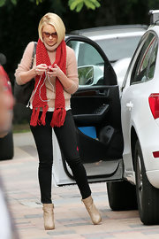 Katherine Heigl was just peachy in a fuzzy seashell pink turtleneck, which she accessorized with a bright red scarf.